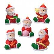 5 Babbi Natale seduti